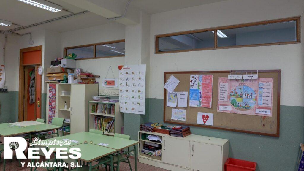 Limpieza y desinfección de los centros educativos.